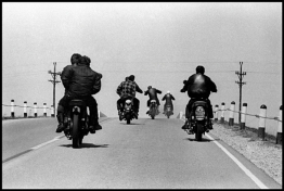 <p>Danny Lyon, <em>Route 12, Wisconsin</em>, 1963, printed 2006, silver print, 31,9x47,6 cm, Courtesy of Danny Lyon/Magnum Photos</p>